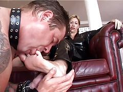 He licks the feet of the latex woman tube