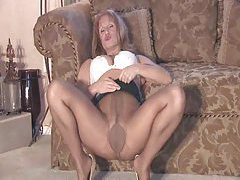 Pantyhose milf playing for you tubes
