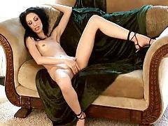 Skinny hot chick masturbates her pussy tubes