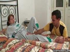Injured mature sucks man that brings her home tubes