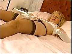 Old lady in nylons and gloves masturbating tubes