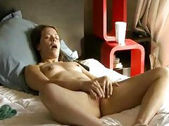 Teenager looks great masturbating tubes