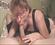 Sexy mommy sucking a nice big cock tube