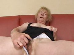 Masturbating mature finds a man to fuck her tubes