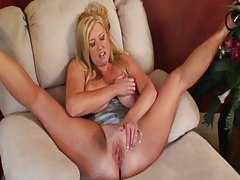 Zoey Andrews gets facial after missionary sex tubes
