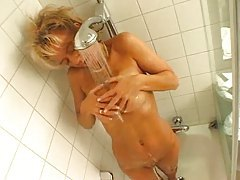 Blonde showers and sucks his cock tubes