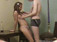 Teen gives him a really hot blowjob tubes