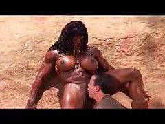 Muscular black chick fucked in the desert tubes