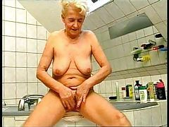 Bathing with German granny before fucking her tubes