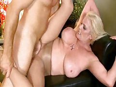 Mature rips a hole in her pantyhose for sex tubes