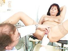 Milf gets her pussy examined nice and close tubes