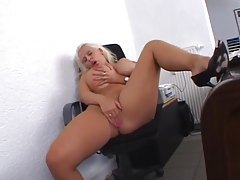 Office babe with giant boobs masturbates tube