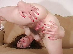 Hairy chick with tiny body fingers her box tubes