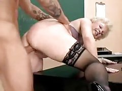 Granny teacher gives hardcore demonstration tubes