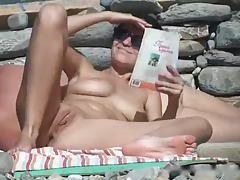See hot shaved pussy on the beach tubes