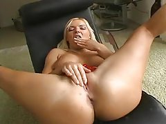 Young blonde puts two fingers in her cunt tubes