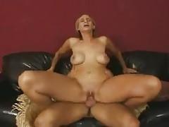Man fucks her wet pussy fiercely tubes