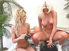 Lesbians bring out the Sybian to get off tubes