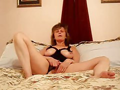 Mature in black lingerie with tits out masturbates tubes