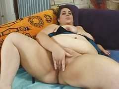 Fat brunette puts on a hot solo show tubes