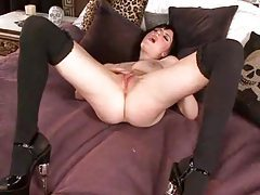 She has a sexy pink pussy and rubs it for you tubes