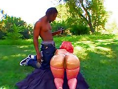 Fat ass black chick outdoors tubes