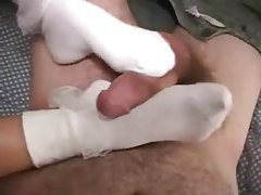 Girl in ruffled socks gives footjob tubes