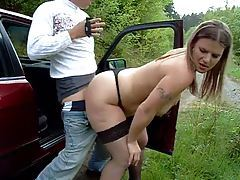 After oral he fucks her on the side of the road tubes