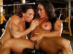 Body building ladies lesbian sex in gym tubes