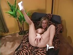An incredible pantyhose tease with Kianna Dior tubes