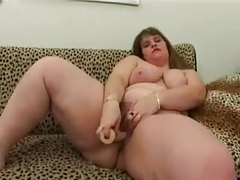 Fat girl solo plays with her cunt and toys tubes