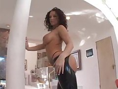 Curly hair hottie shows off her amazing ass tubes