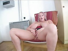 Blonde with a big set of tits pulls them out tubes