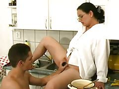Hairy pussy mom in the kitchen sucks dick tubes