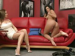 Silvia Saint watches a pretty girl get naked tubes