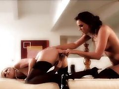 Dreamy lesbian toy and pussy eating scene tubes