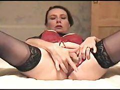 Amateur milf in stockings masturbates tubes