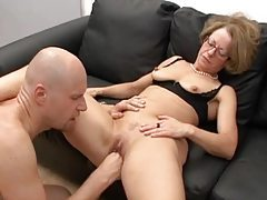 Mature slut in glasses fisted and fucked tubes