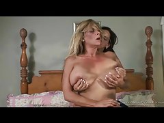 Curvy milf scissoring with a young lady tubes