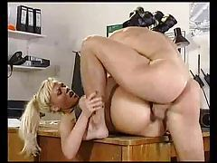 Military man likes a busty babe with hot mouth tubes