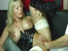 Amateur latex milf fisted in the pussy tubes