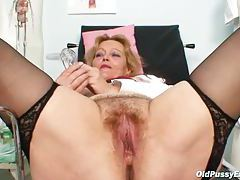 Hairy mature box is hot in close up tubes