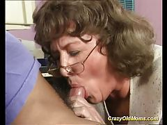 Crazy old mom gets big cock tubes