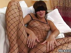 Blindfolded babe with gorgeous body plays with her pussy tubes