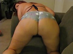 Amateur minx with killer curves shaking her booty tubes