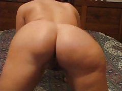 Big butt babe exposes her shaved tight pussy tubes