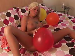 Leggy hottie rubs balloon on her shaved pussy tubes