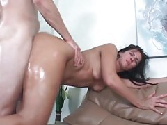 Hot babe with perfect ass enjoys sweaty and oily sex tubes
