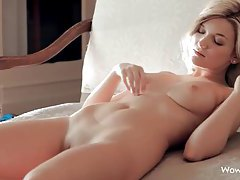 Flawless blonde goddess with pretty pussy getting naked tubes