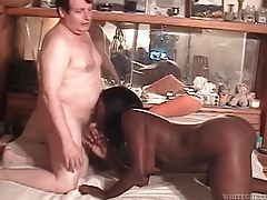 Black amateur blows a chubby dude tubes